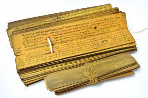 Historische Palmblätter. Auf diesen wurden die alten Texte des Ayurveda for tausenden von Jahren aufgezeichnet